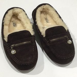 UGG brown leather moccasins EUC size 6 w/ a charm